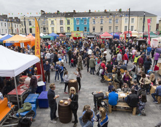 Pictured at the 10th annual West Waterford Festival of Food visitors in The Square Dungarvan.  The West Waterford Festival of Food takes place in Dungarvan and the surrounding areas until 23rd of April 2017, making the sunny South East that little bit brighter with fabulous food and wine, a host of engaging events, pop-up restaurants and much more, as the West Waterford Festival of Food celebrates it's 10th birthday! westwaterfordfestivaloffood.com