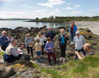 REPRO FREE  Taken on 21/4/2017 Seaside Forage with Forager Andrew Malcolm pictured at Ballinard Beach in Dungarvan, County Waterford at the West Waterford Festival of Food 2017 Picture: Karen Dempsey